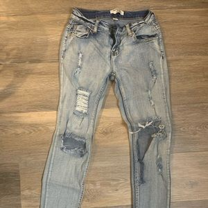 Cutest rolled cropped distressed jeans!